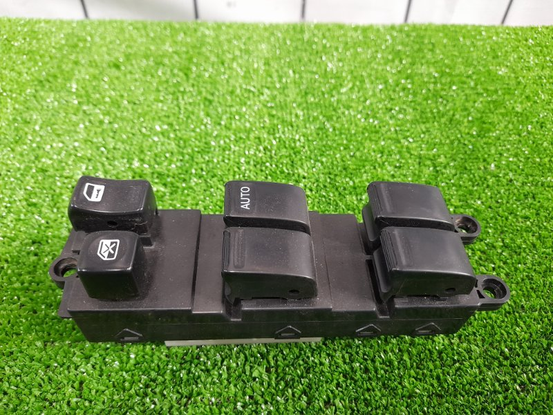 Блок управления стеклоподъемниками Nissan Cube AZ10 CGA3DE 1998 передний правый 25401AN000