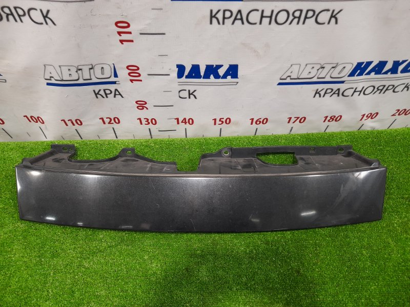 Решетка радиатора Toyota Bb QNC21 3SZ-VE 2005 передняя верхняя, между фар, есть потертости,