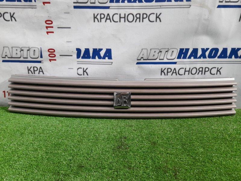 Решетка радиатора Toyota Bb NCP31 1NZ-FE 2000 дефект ЛКП, одного крепления.