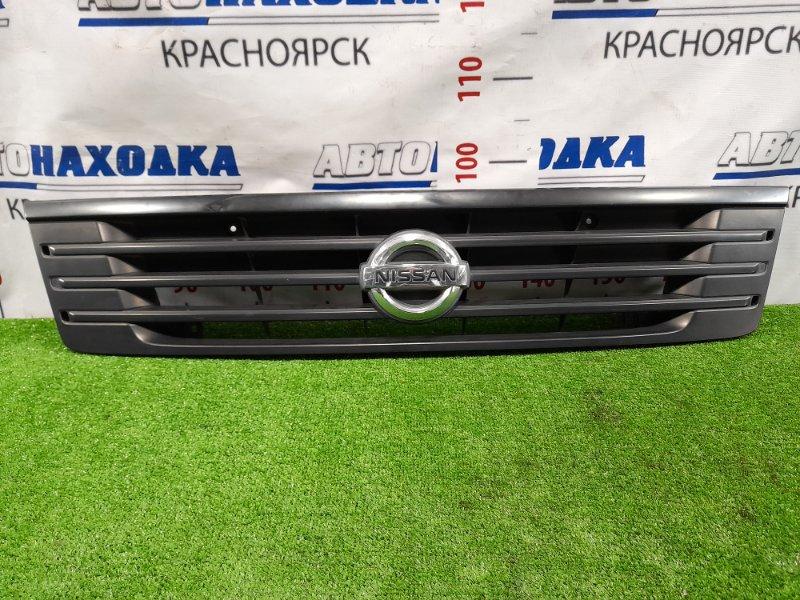 Решетка радиатора Nissan Caravan VPE25 KA20DE 2001 Есть мелкая потертость