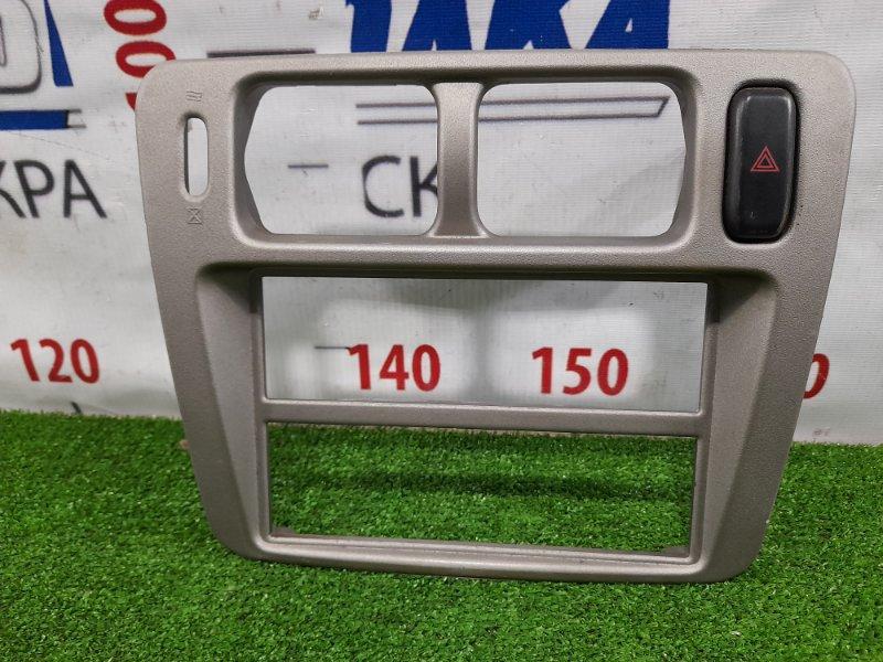 Консоль магнитофона Mitsubishi Pajero Io H76W 4G93 1998 с кнопкой аварийки, незначительно