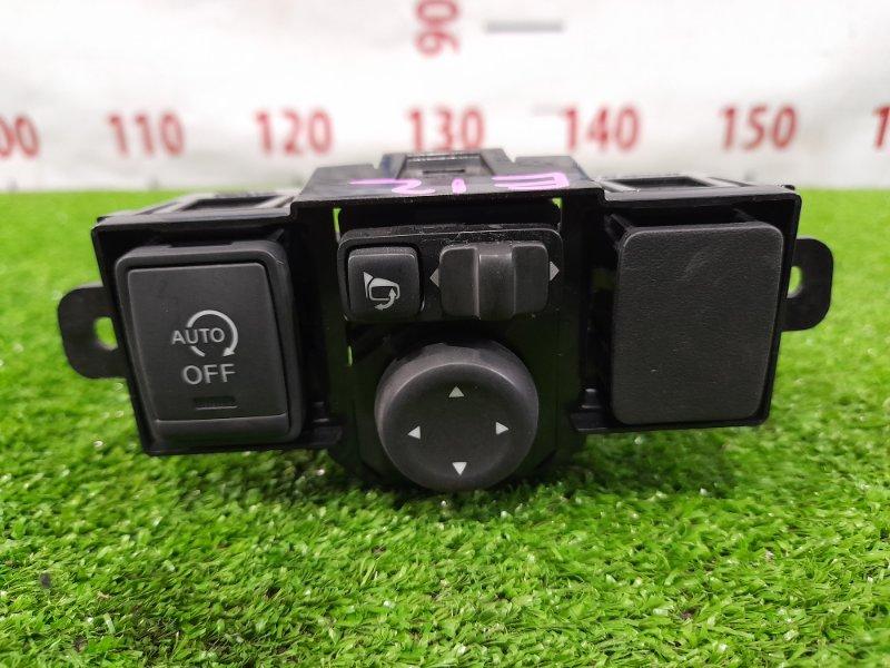 Блок управления зеркалами Nissan Note E12 HR12DE 2012 на регулировку зеркал.