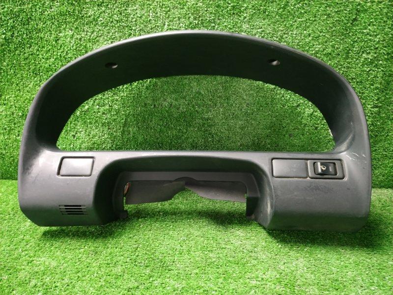 Козырек панели приборов Nissan Cefiro A33 VQ20DE 1998 консоль щитка приборов, есть потертость
