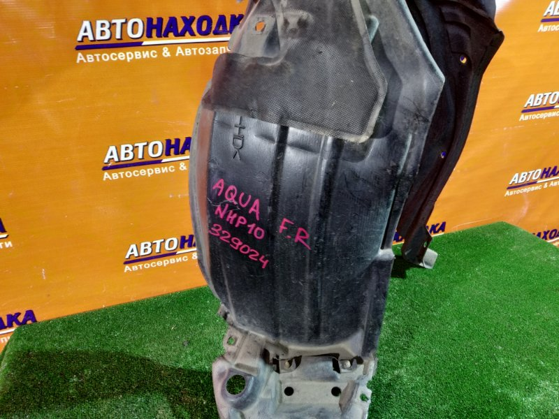 Подкрылок Toyota Aqua NHP10 1NZ-FXE передний правый 53875-52360