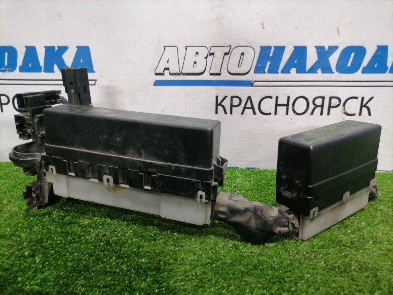 Блок предохранителей Nissan Cube AZ10 CGA3DE 1998 подкапотные, 2 шт. В сборе.
