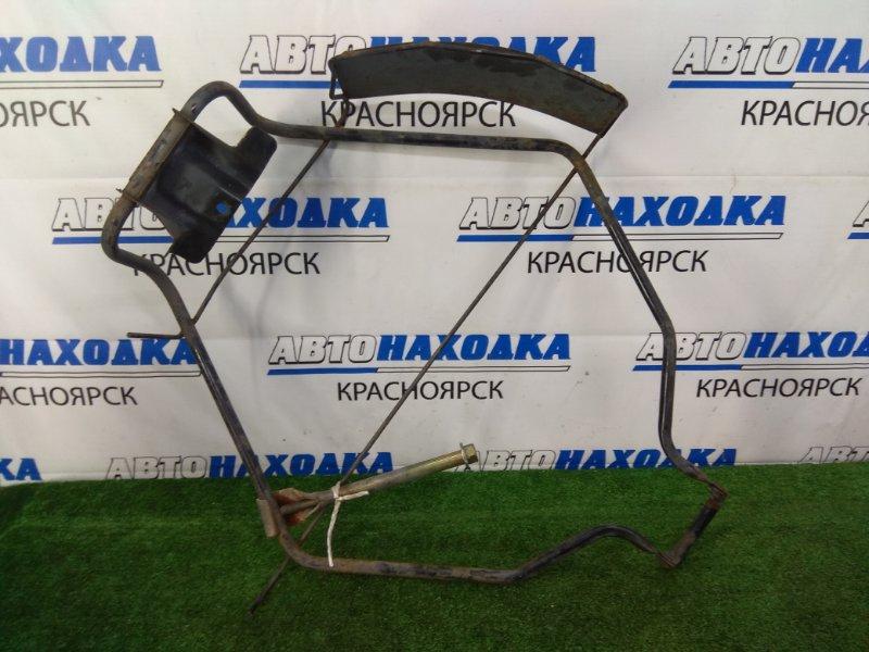 Кронштейн запасного колеса Nissan Liberty RM12 QR20DE 2001 рамка + болт с крюком