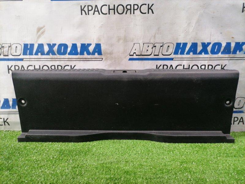 Накладка багажника Hyundai Coupe GK G6BA 2002 задняя 85770-2C000 под 5-ю дверь, где петля замка, есть