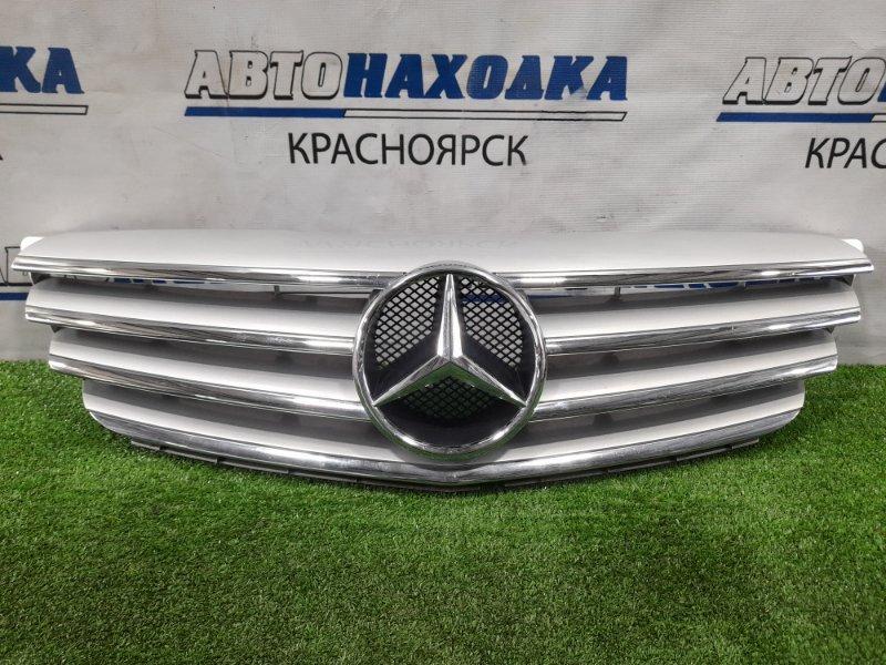 Решетка радиатора Mercedes-Benz B200 W245 M266 E20 2005 передняя Есть пара мелких царапинок.