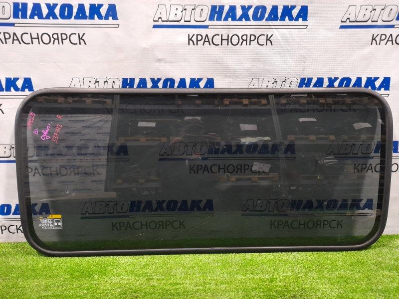 Стекло боковое Nissan Caravan VPE25 KA20DE 2001 заднее Среднее cо сдвижной двери. L=R . С