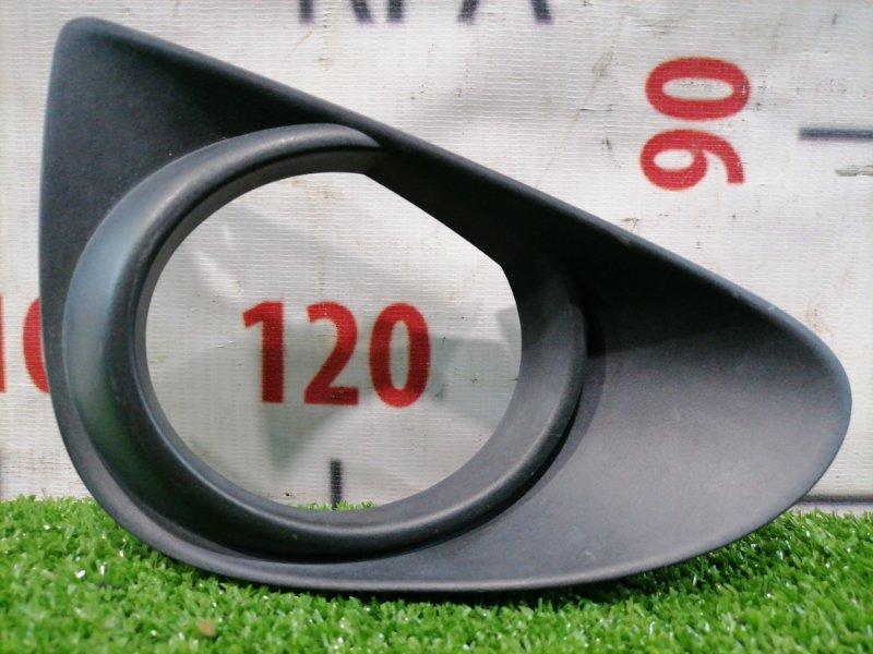 Заглушка в бампер Toyota Vitz KSP130 1KR-FE 2010 передняя правая дорестайлинг, заглушка правой
