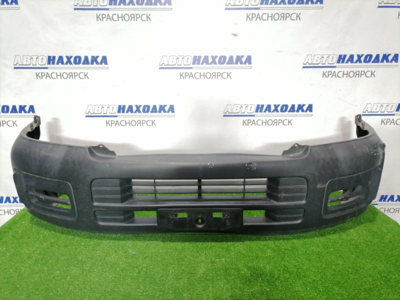 Бампер Nissan Caravan CQGE25 KA24DE 2001 передний передний, дорестайлинг, есть вмятины, трещина.