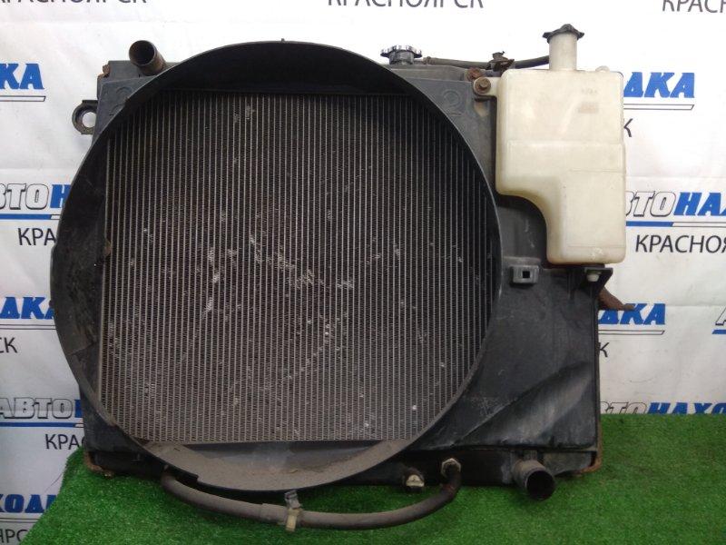 Радиатор двигателя Toyota Land Cruiser UZJ100W 2UZ-FE 1998 A/T, с дифузором и расширительным бачком
