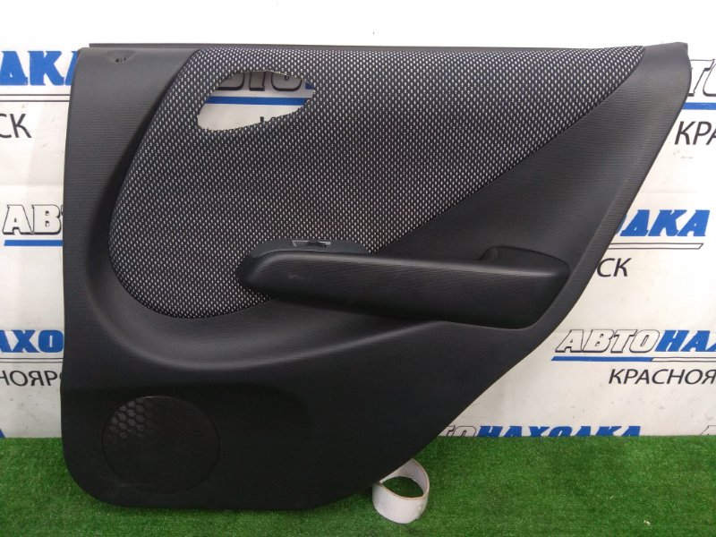 Обшивка двери Honda Fit GD3 L15A 2001 задняя правая с задней правой двери, черная