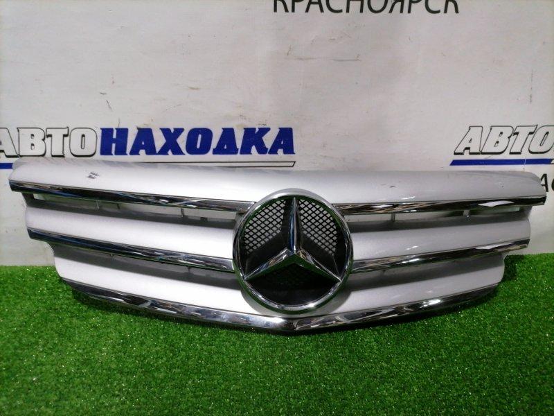 Решетка радиатора Mercedes-Benz B200 W245 266.960 2005 A1698800883 Есть потертости до пластика, сколы.