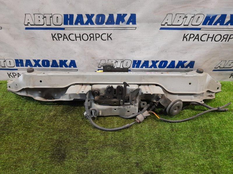Рамка радиатора Nissan Note E11 HR15DE 2005 передняя верхняя центральная часть верхней планки, с