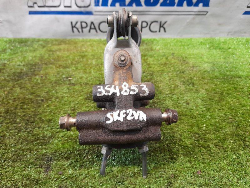 Распределитель тормозного усилия Nissan Vanette SKF2VN RF-T 1999 задний с заднего моста.