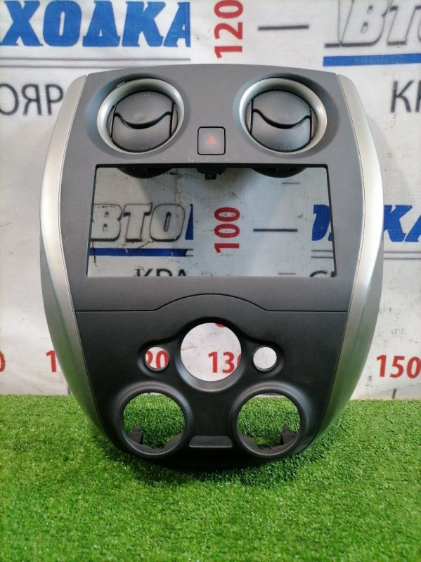 Консоль магнитофона Nissan Note E12 HR12DE 2012 С дефлекторами обдува, кнопкой аварийки,