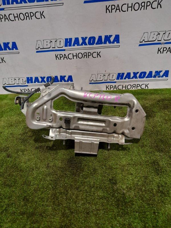 Рамка радиатора Toyota Vitz KSP130 1KR-FE 2010 передняя правая правый стакан, с мягкой частью,