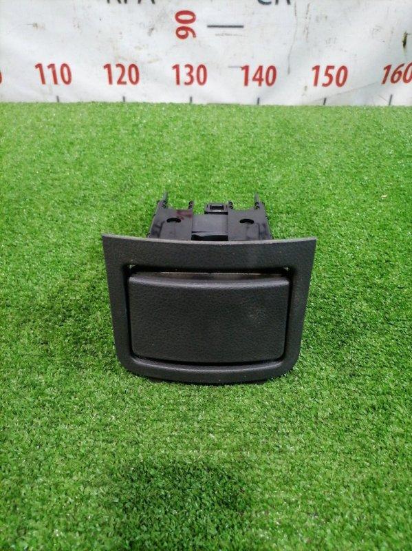 Подстаканник Nissan X-Trail NT30 QR20DE 2000 В центральный подлокотник, с рамкой