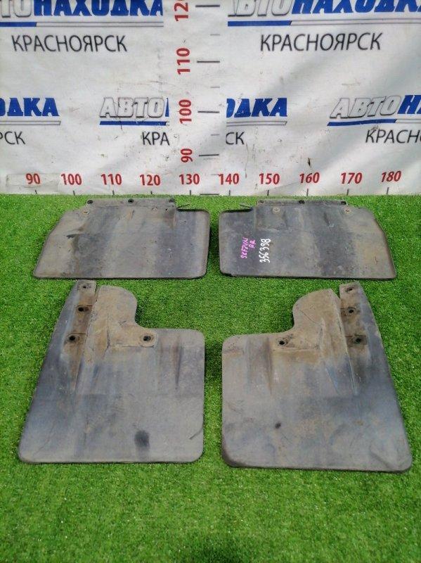 Брызговик Nissan Vanette SKF2VN RF-T 1999 Комплект 4 штуки, есть дефект 1 крепления