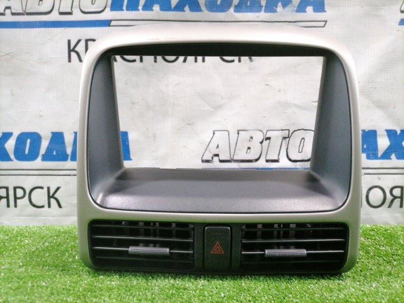 Консоль магнитофона Honda Cr-V RD5 K20A 2001 облицовка центр консоли с двумя дефлекторами