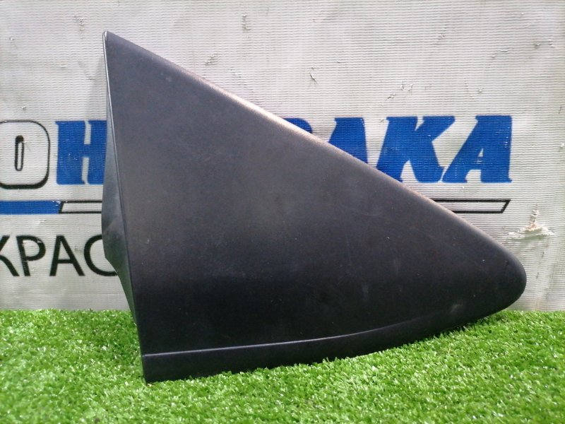 Уголок крыла Toyota Vitz KSP130 1KR-FE 2010 передний правый 60117-52070 перед правым зеркалом, есть скол
