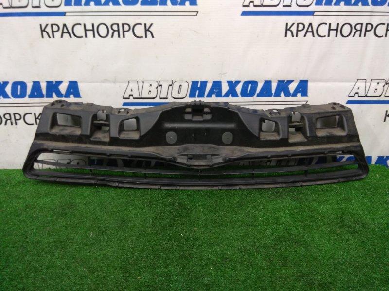 Решетка радиатора Toyota Aqua NHP10 1NZ-FXE 2011 передняя верхняя дорестайлинг, есть потертости,