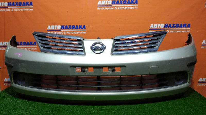 Бампер Nissan Tiida Latio SC11 HR15DE 2004 передний 1мод. цвет K32 под покраску+заглушки +решетка