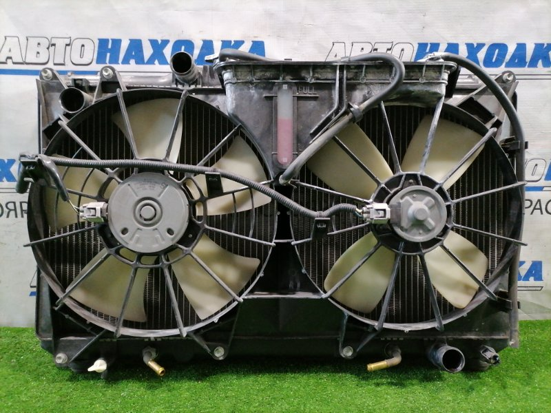 Радиатор двигателя Toyota Altezza GXE10 1G-FE 2001 под АКПП, с диффузором и вентилятором.