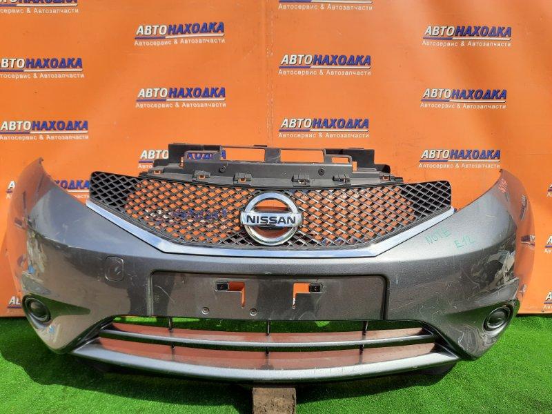 Бампер Nissan Note E12 HR12DE передний 62022-3VA0H +РЕШЕТКА. СЕРЫЙ