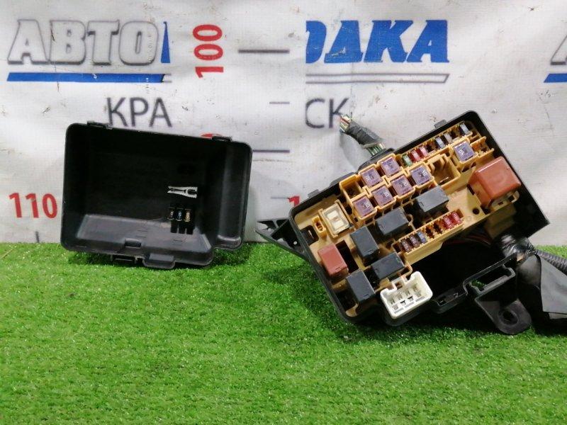 Блок предохранителей Toyota Opa ZCT10 1ZZ-FE 2000 подкапотный, в сборе, дефект одного