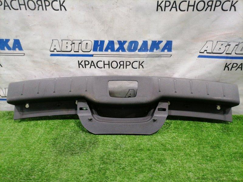Накладка багажника Volvo V50 MW66 B5244S 2003 задняя 09486875 под 5-ю дверь, где петля замка