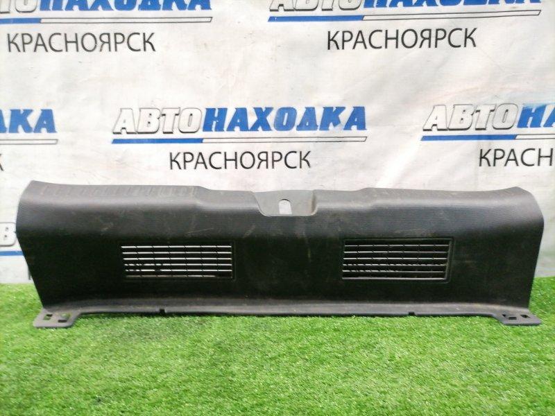 Накладка багажника Honda Fit GD1 L13A 2001 задняя под 5-ю дверь, где петля замка, есть