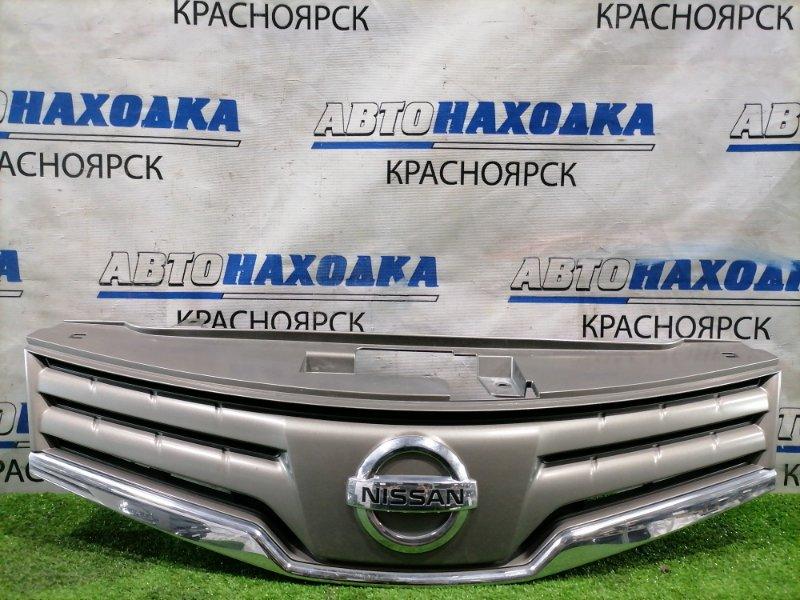 Решетка радиатора Nissan Note E11 HR15DE 2008 передняя рестайлинг, правый руль. Есть потертости,