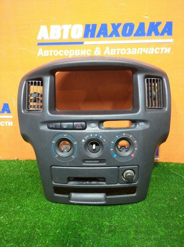 Консоль магнитофона Toyota Probox NCP50V 1NZ-FE 2002