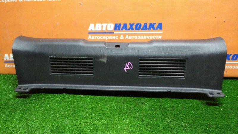 Накладка багажника Honda Fit GD1 L13A 06.2001 задняя под 5-ю дверь