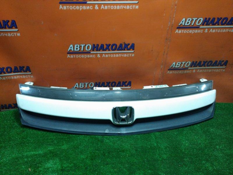 Решетка радиатора Honda Stream RN1 D17A 2004 передняя 71121-S7A-J0M1 2MOD.