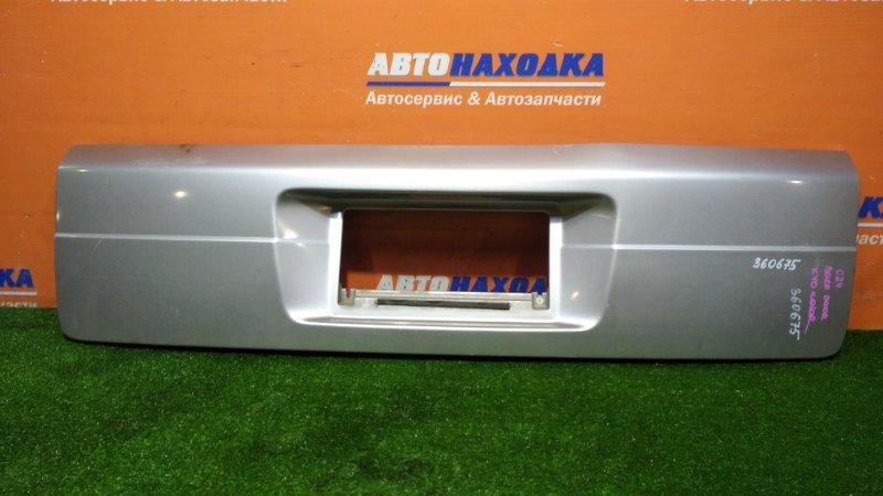 Накладка багажника Nissan Serena TC24 QR20DE 2001 задняя цвет KY0
