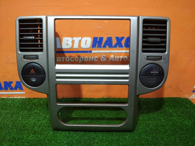 Рамка магнитофона Nissan X-Trail NT30 QR20DE 2003 2 мод. (рестайлинг) с дефлекторами обдува и
