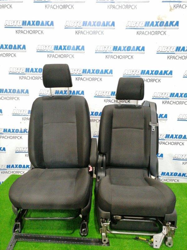 Сиденья Toyota Isis ZNM10W 1ZZ-FE 2004 передняя Передние пара, оба сидения в ХТС, черные 2-х