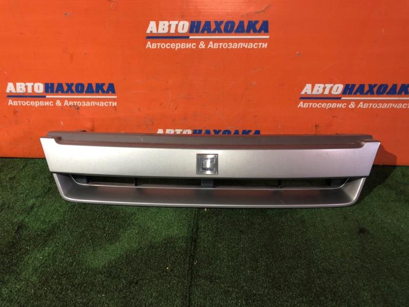 Решетка радиатора Nissan Cube Z10 CG13DE 2000