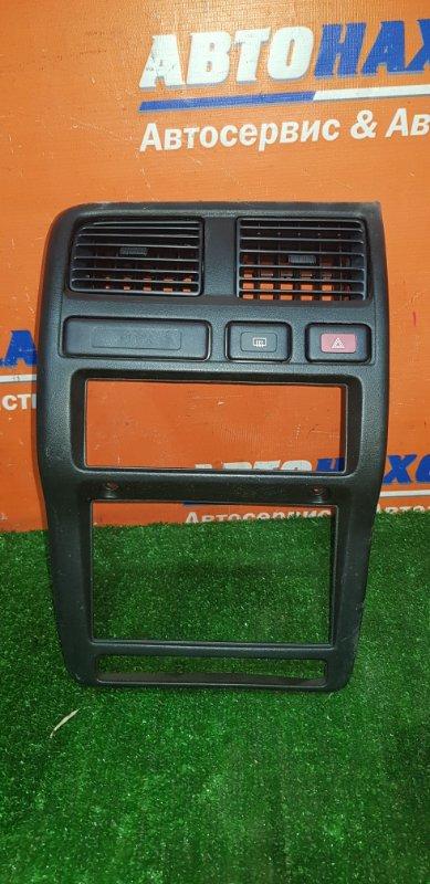 Консоль магнитофона Nissan Pulsar FN15 GA15DE 1995 +воздуховоды+кнопка аварийки+кнопка