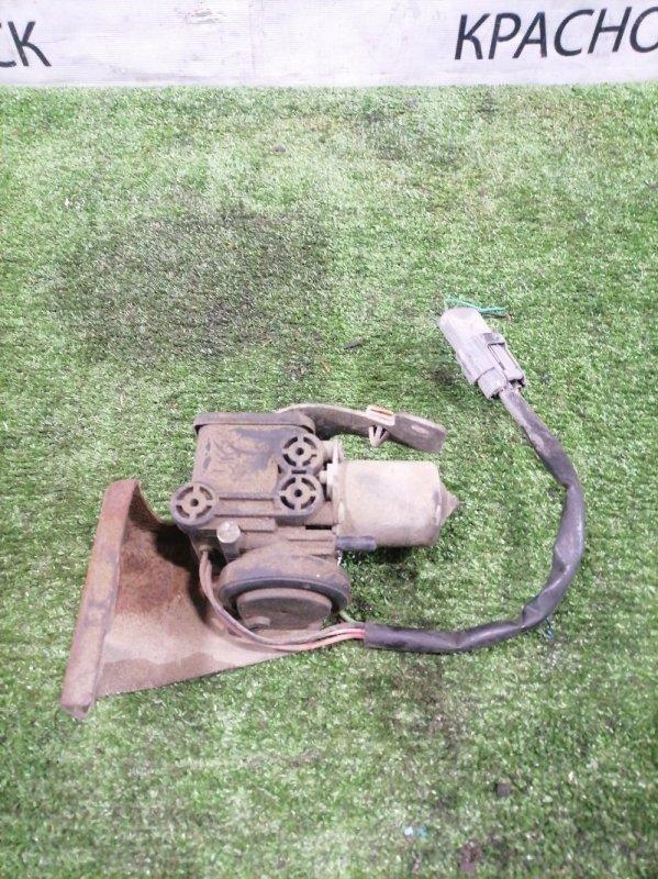 Насос вакуумный Mazda Bongo SK82M F8 1999 MP0127780B в включения 4WD. Дефект одного выхода (см. фото)