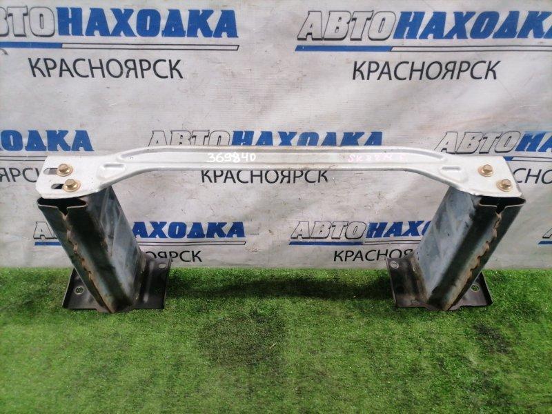 Усилитель бампера Mazda Bongo SK82M F8 1999 передний передний с двумя стаканами