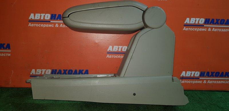 Бардачок между сиденьями Nissan Tiida Latio SC11 HR15DE 2004