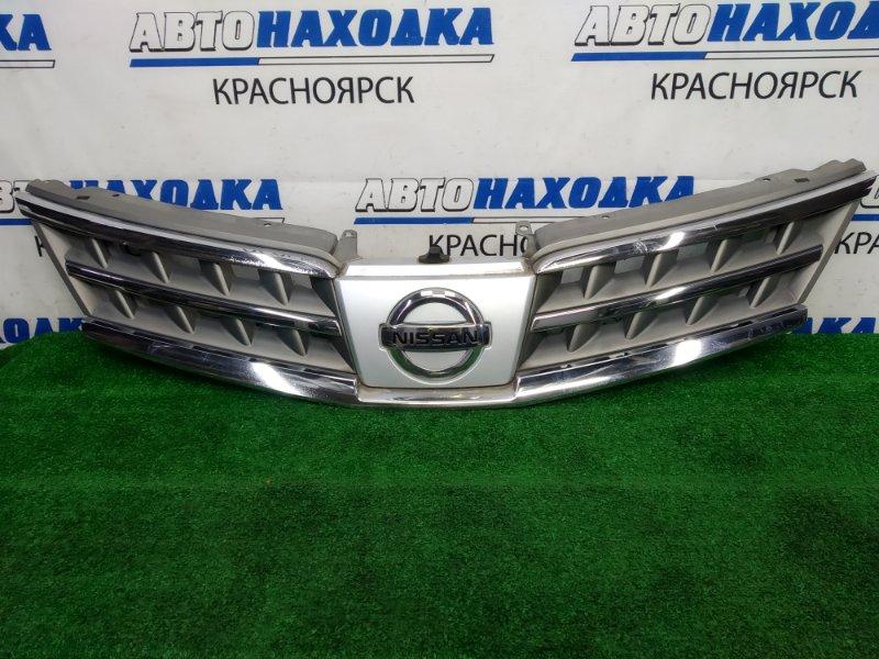 Решетка радиатора Nissan Tiida Latio SC11 HR15DE 2008 передняя 2 модель (рестайлинг), вздулся хром,