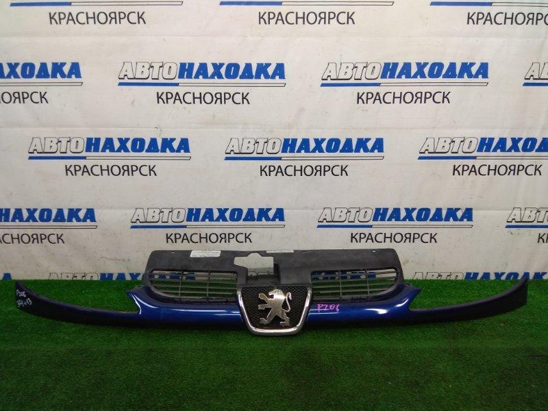 Решетка радиатора Peugeot 206 2A/C TU3JP 2003 с планкой под фары, синяя (EGE), подломаны 2 нижних