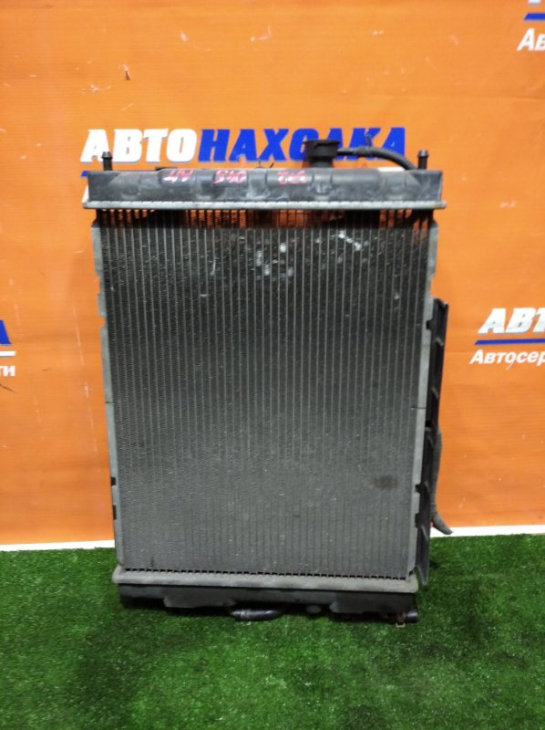 Радиатор двигателя Nissan Cube AZ10 CGA3DE 1998 нижний патрубок с права а/т 1 диффузор+1