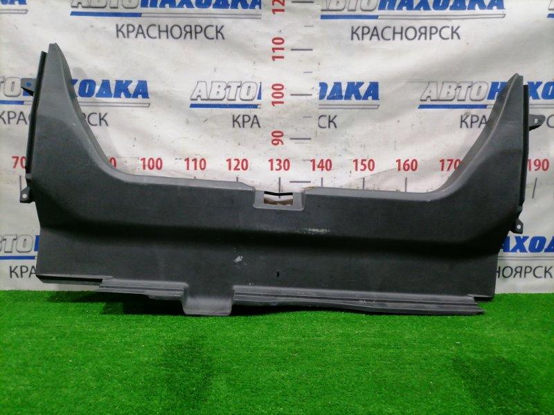 Накладка багажника Honda Rafaga CE4 G20A 1993 задняя 84640-SW3-000-ZA На петлю замка багажника, есть