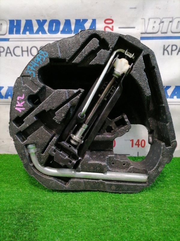 Домкрат Volkswagen Jetta 1K2 BVY 2005 1K0011031C Грузоподъемность 1010 кг, с ключом 17, пенопластом